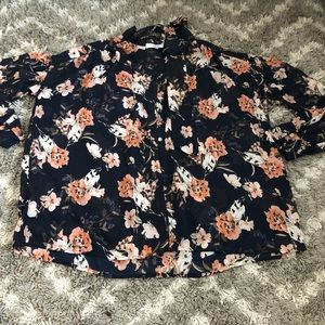 Ro & De Cute floral button down blouse. Sz M